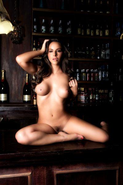 lounge, bar, barefoot,